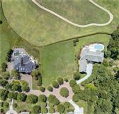 Mansions in outstanding property in Governors Land at Two Rivers