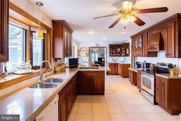 Luxury properties Home Port Manor