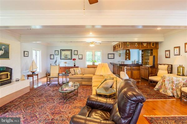 Luxury homes in Home Port Manor