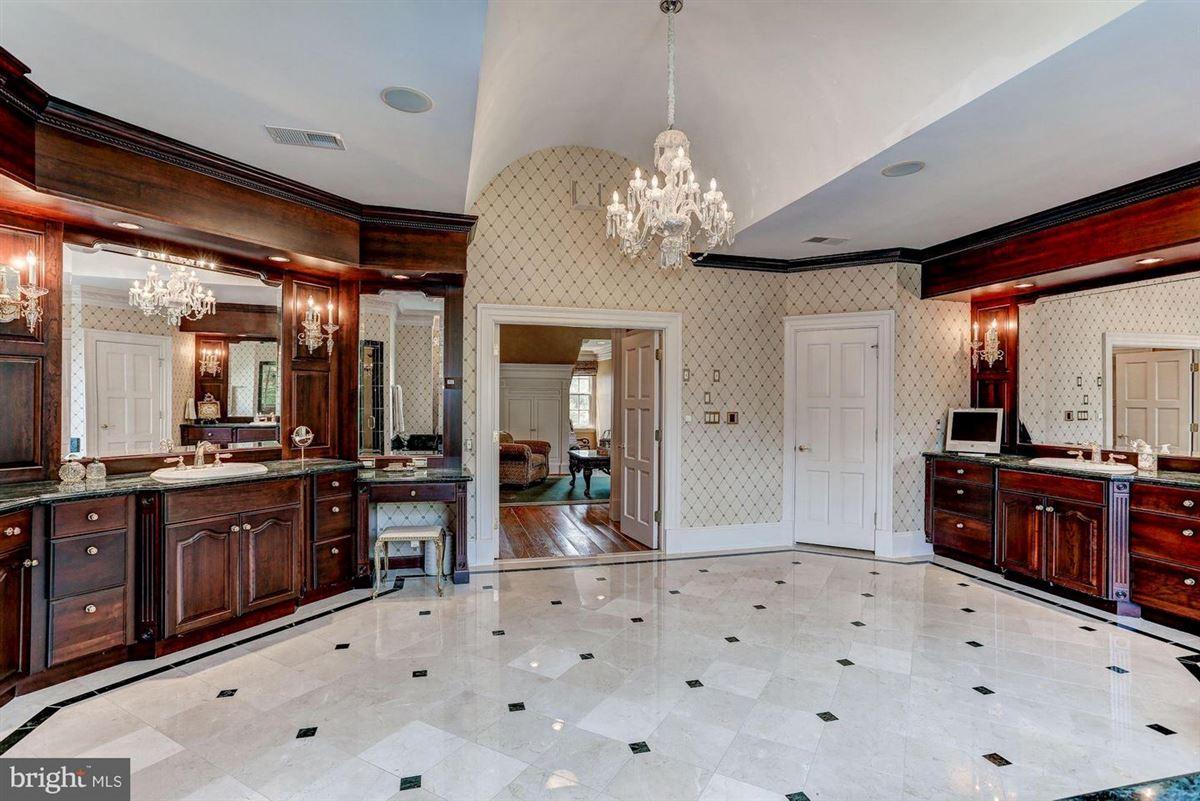 Mansions Exquisite Georgian Manor on five-plus acres