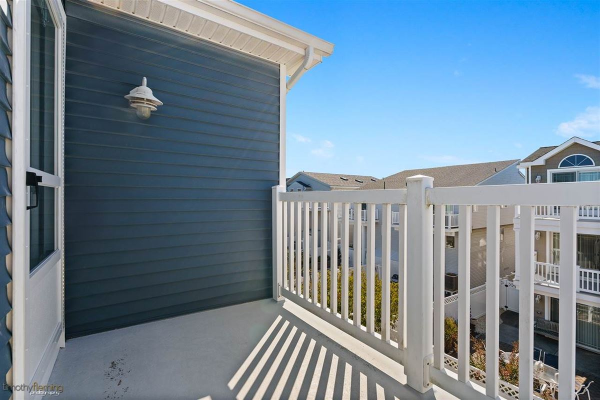Mansions in Pristine beach block opportunity