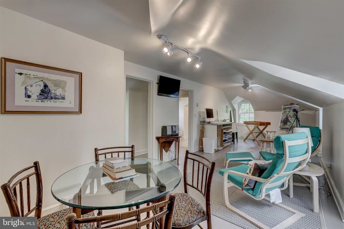 Luxury homes in One of Caves Valleys most notable homes