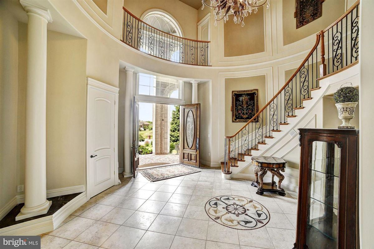 Luxury homes stunning property Situated perfectly on 1.6 acres