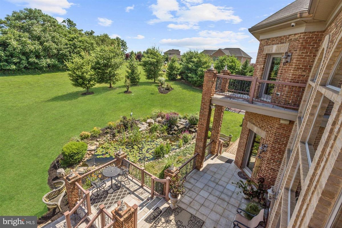 Mansions stunning property Situated perfectly on 1.6 acres