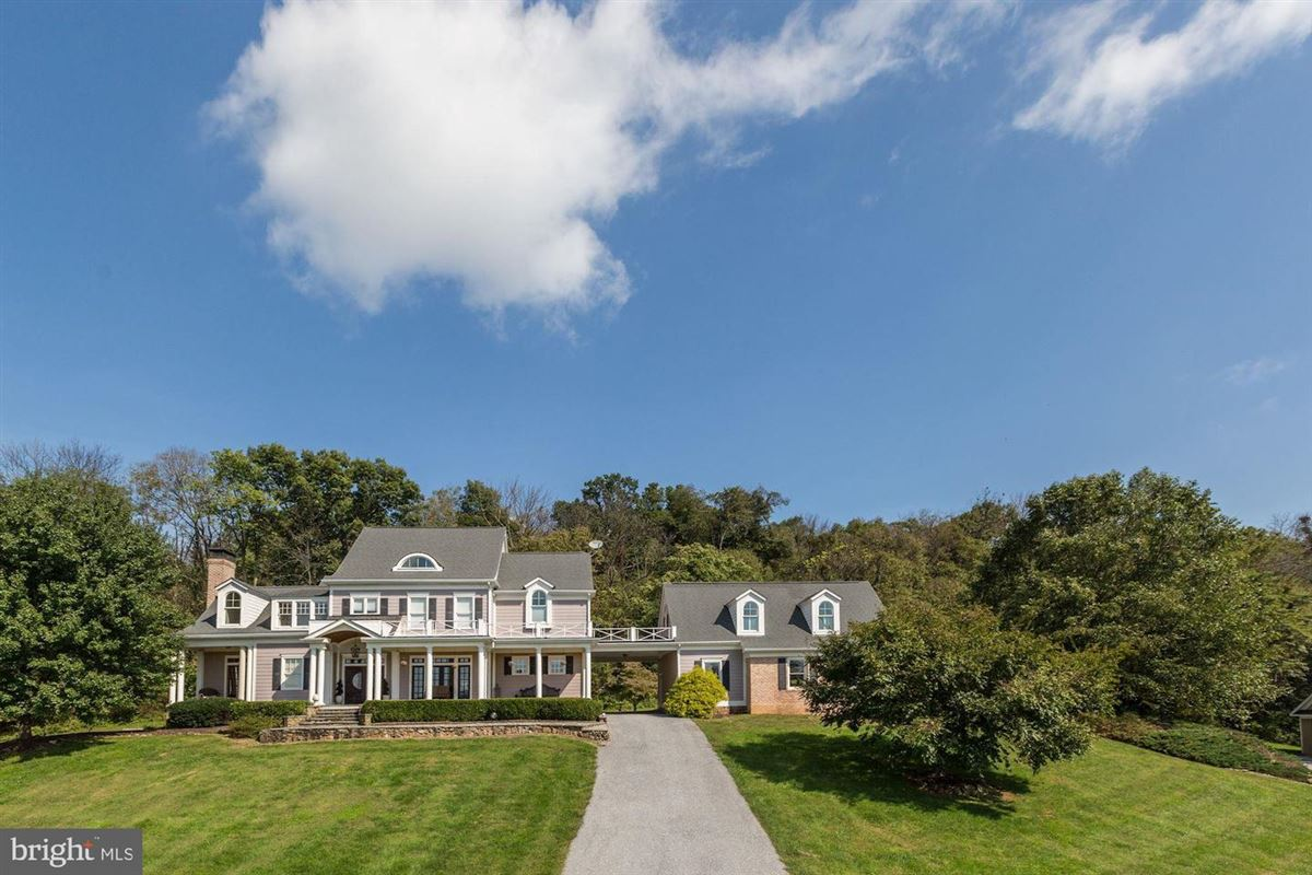 Luxury homes country estate beautifully sited on 41 acres