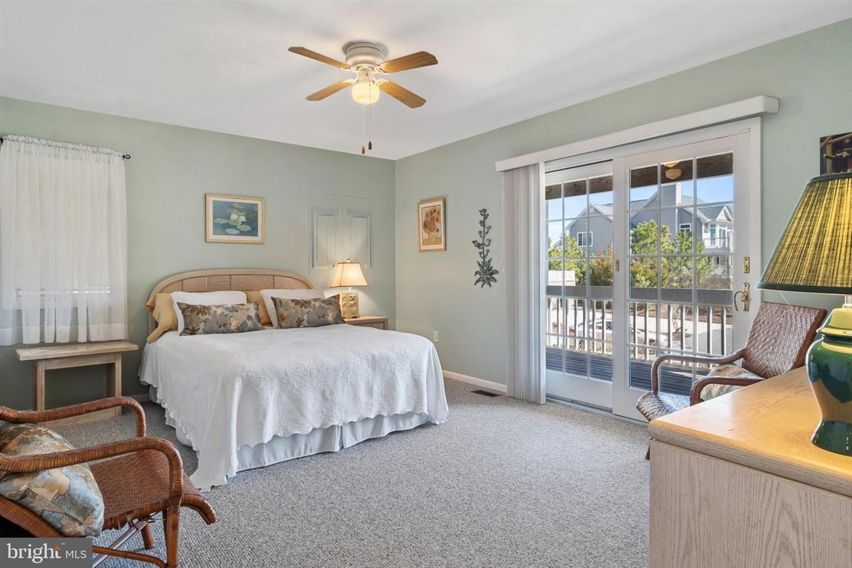 Luxury real estate stunning oceanside gated community
