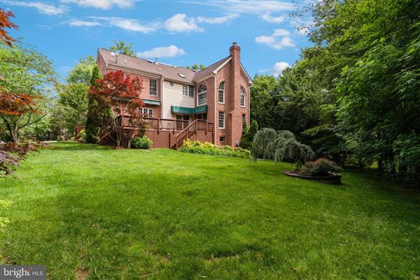 Mansions estate-caliber property with no expense spared