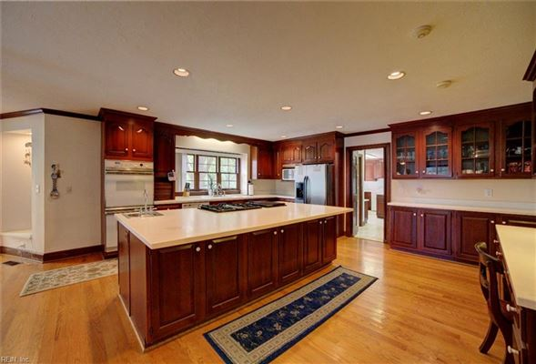 Luxury homes in great home and waterfront views