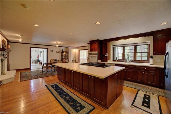Mansions in great home and waterfront views