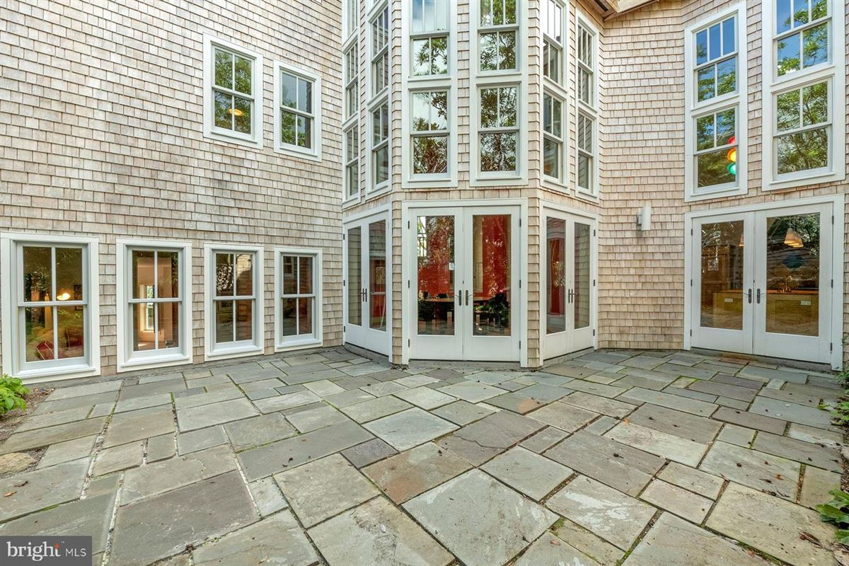 Luxury real estate breathtaking home on the Severn River