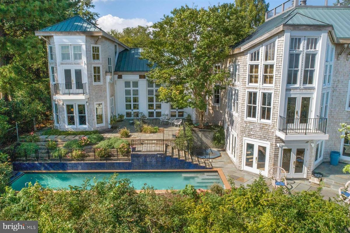 Luxury properties breathtaking home on the Severn River