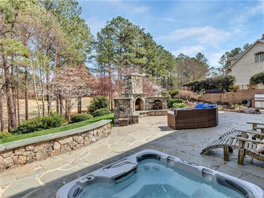 Luxury homes in custom estate home on the golf course