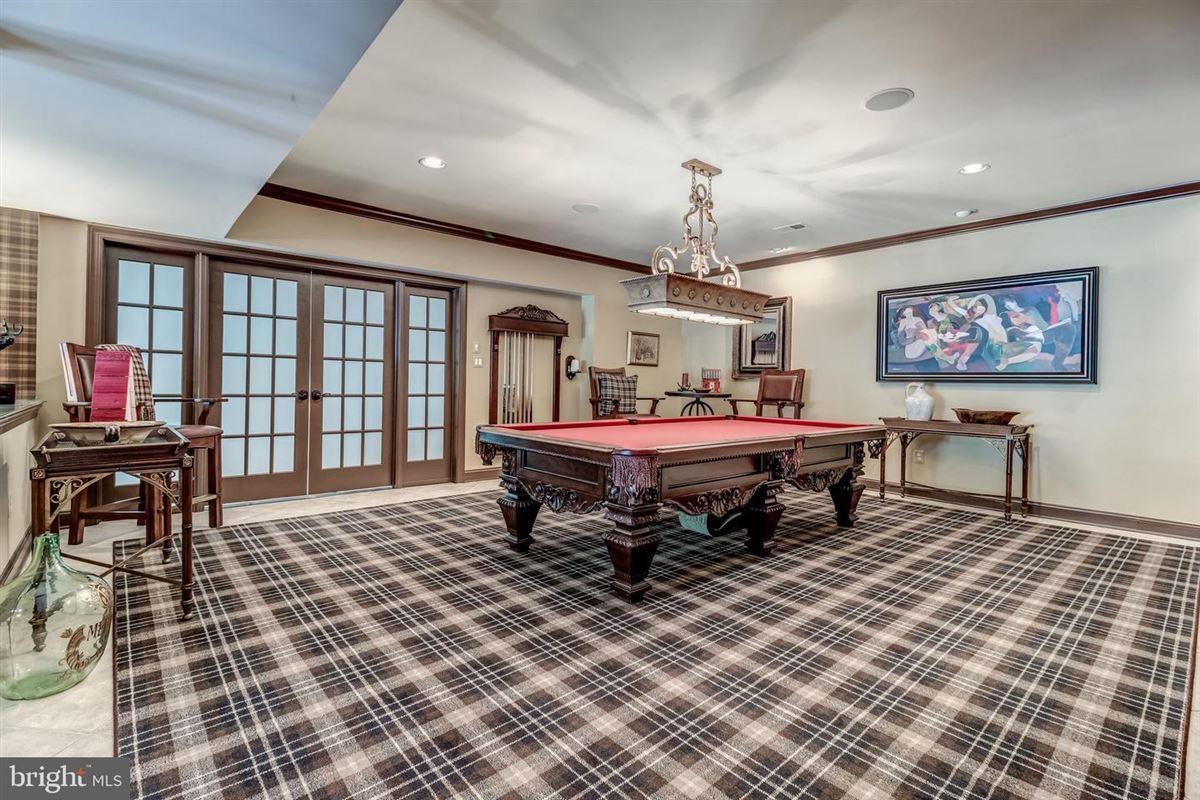 Mansions custom home on exquisite estate lot