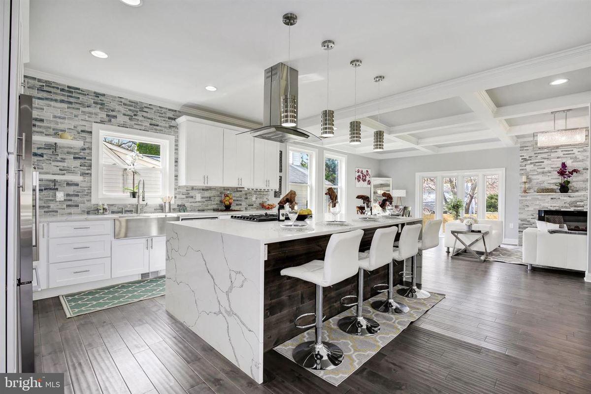 Mansions Extraordinary innovative custom new build