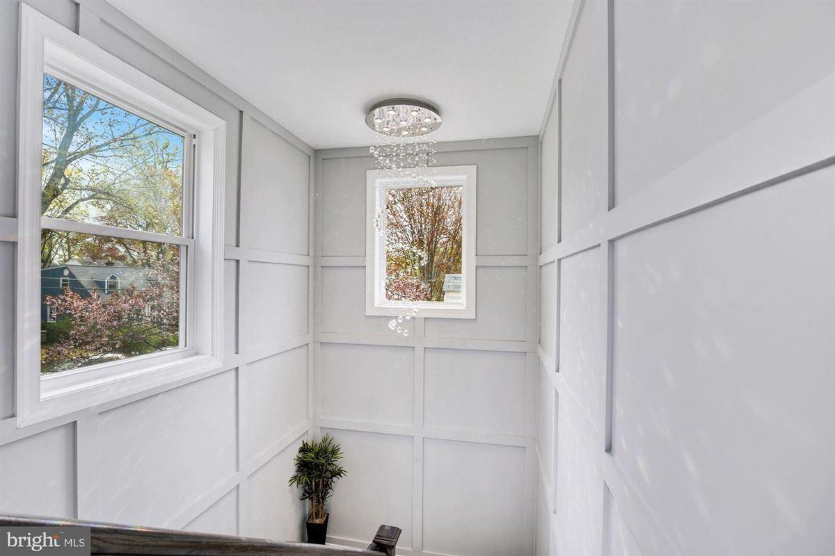 Mansions in Extraordinary innovative custom new build