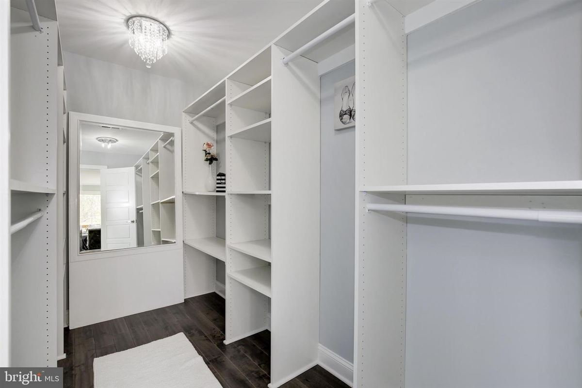 Luxury homes in Extraordinary innovative custom new build