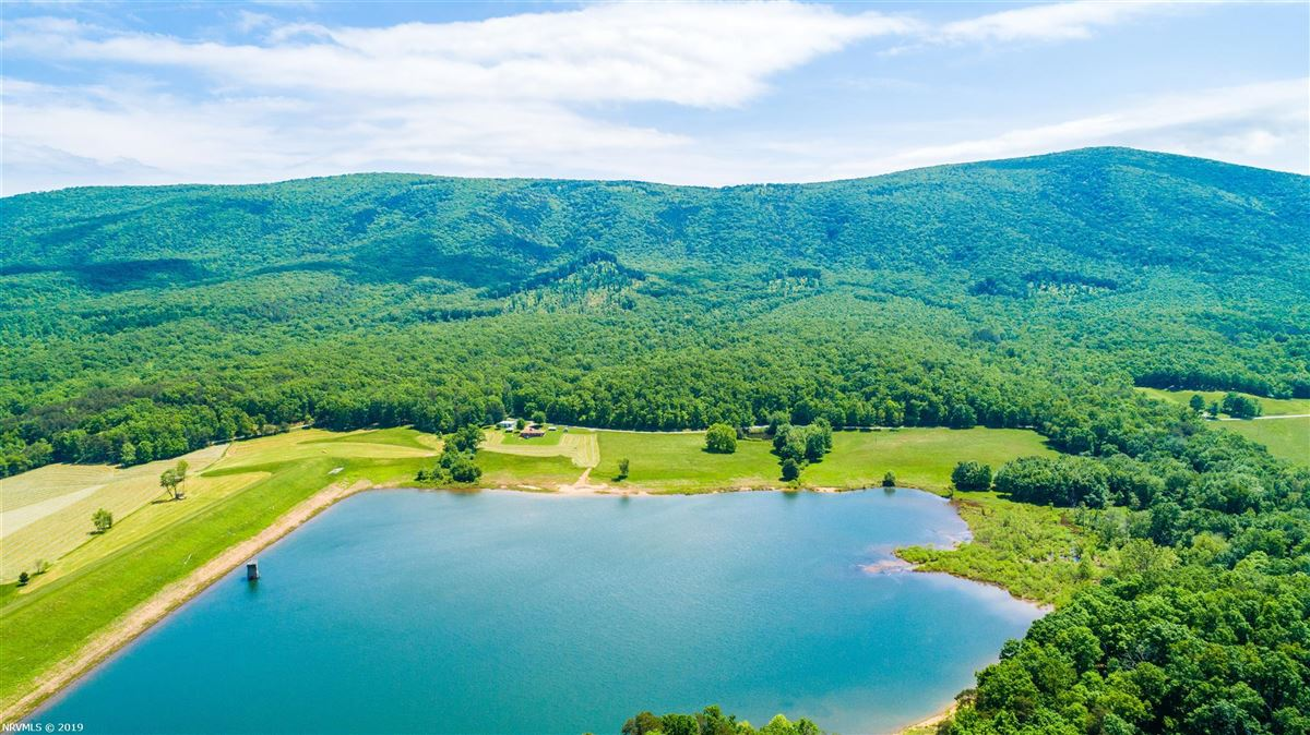 Luxury homes 203 acre retreat including private lake