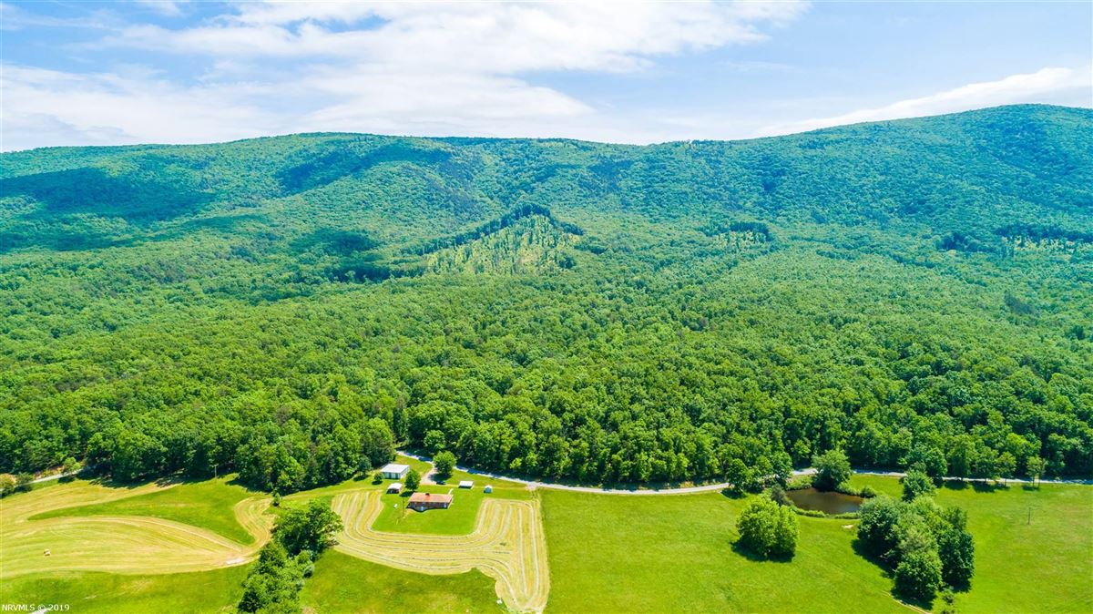 203 acre retreat including private lake luxury homes
