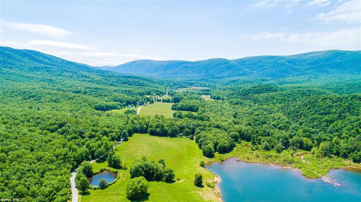 Luxury real estate 203 acre retreat including private lake