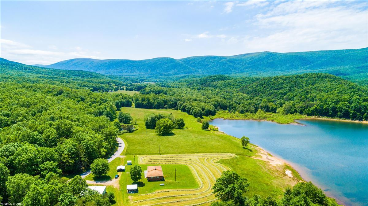Luxury properties 203 acre retreat including private lake
