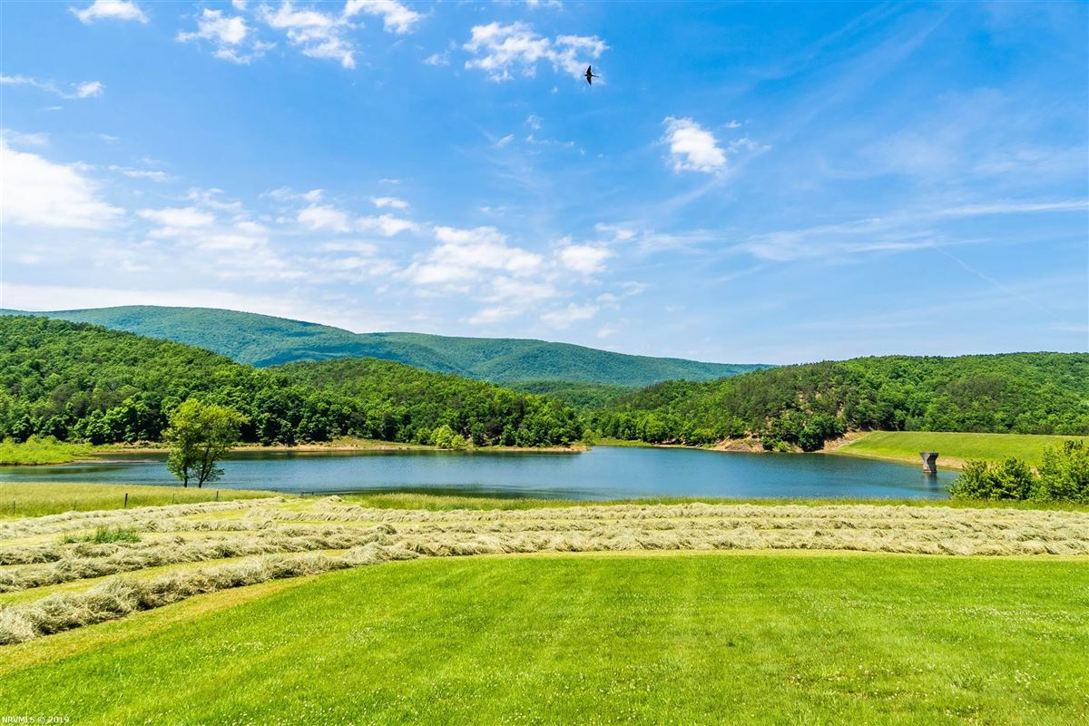 Luxury homes in 203 acre retreat including private lake