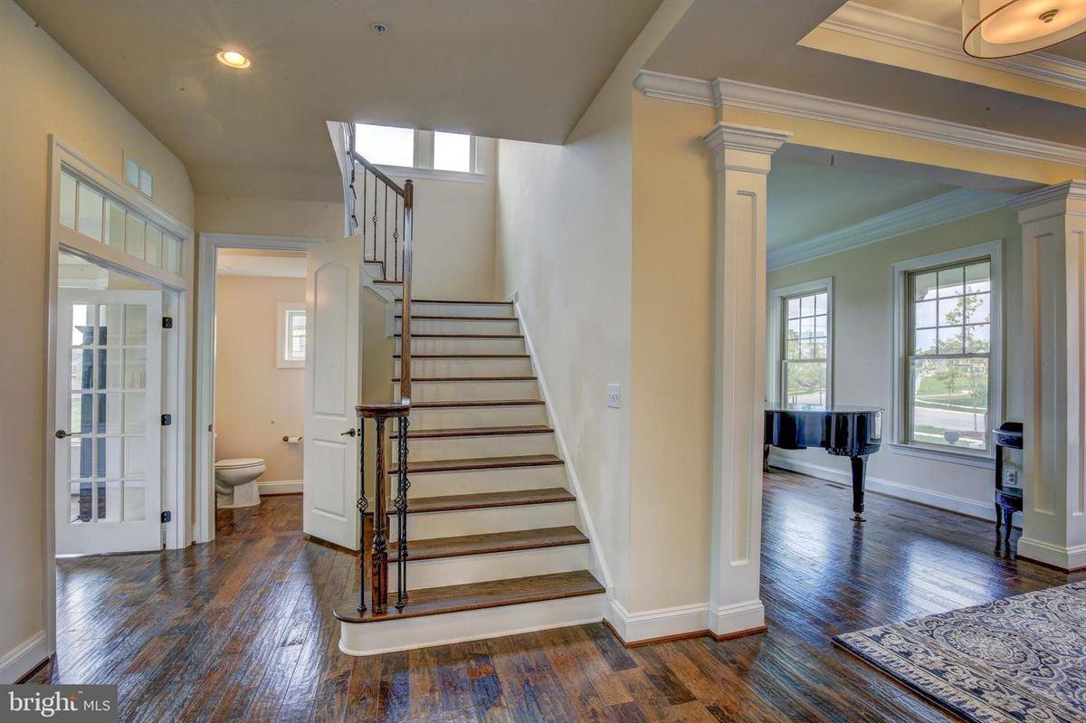 Luxury real estate special home in Wincopia Farms