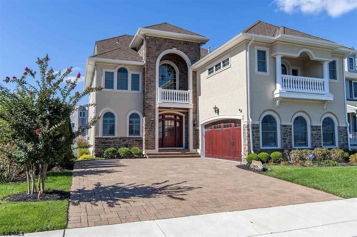 Luxury homes Fabulous custom built lagoon-front home