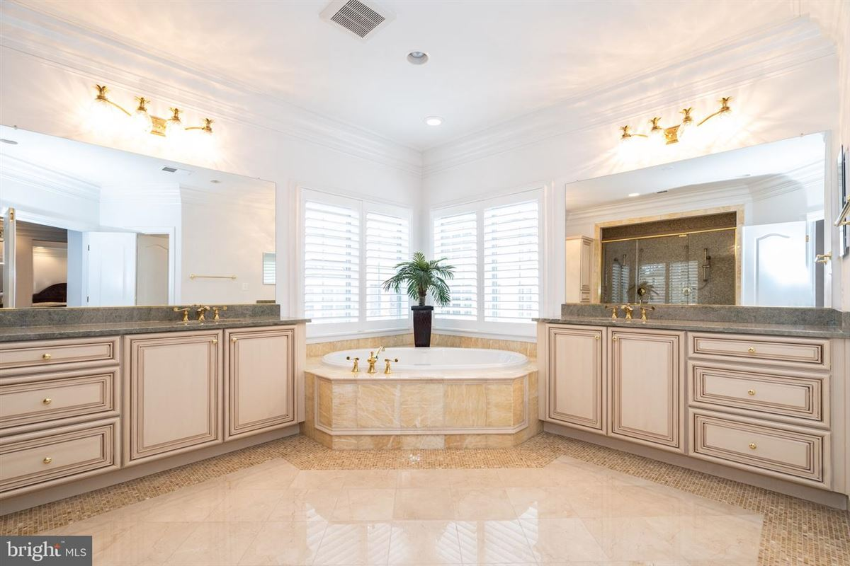Luxury homes Basheer & Edgemore customized home