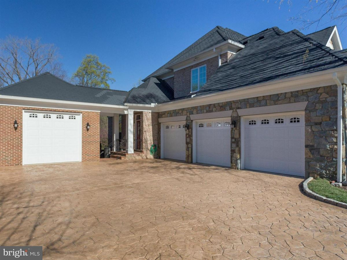 magnificet gated estate beautifully appointed luxury homes