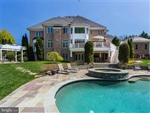 Mansions in magnificet gated estate beautifully appointed