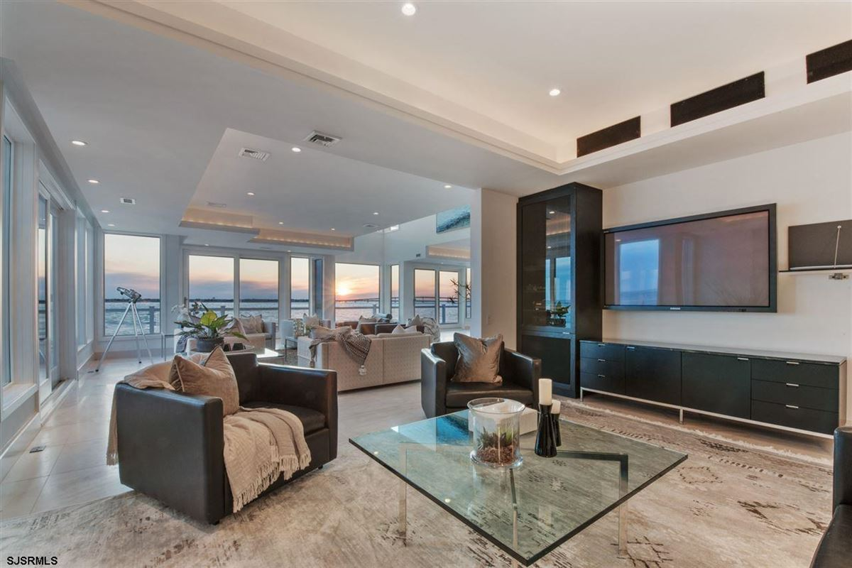 Luxury real estate The Point of Longport
