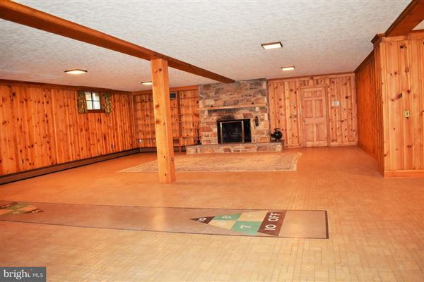 custom rambler on 50 acres mansions