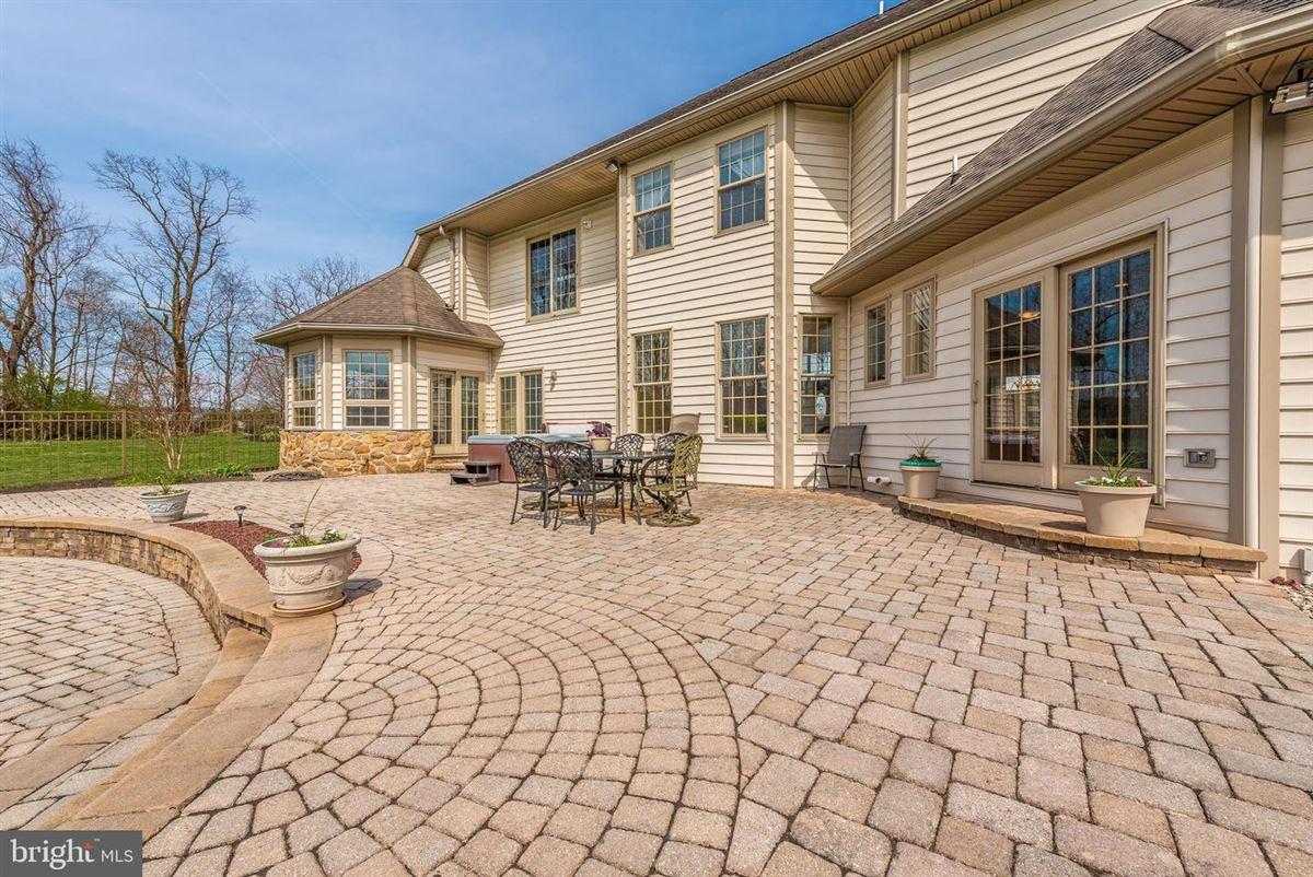 Luxury homes dream oasis of 25-plus acres