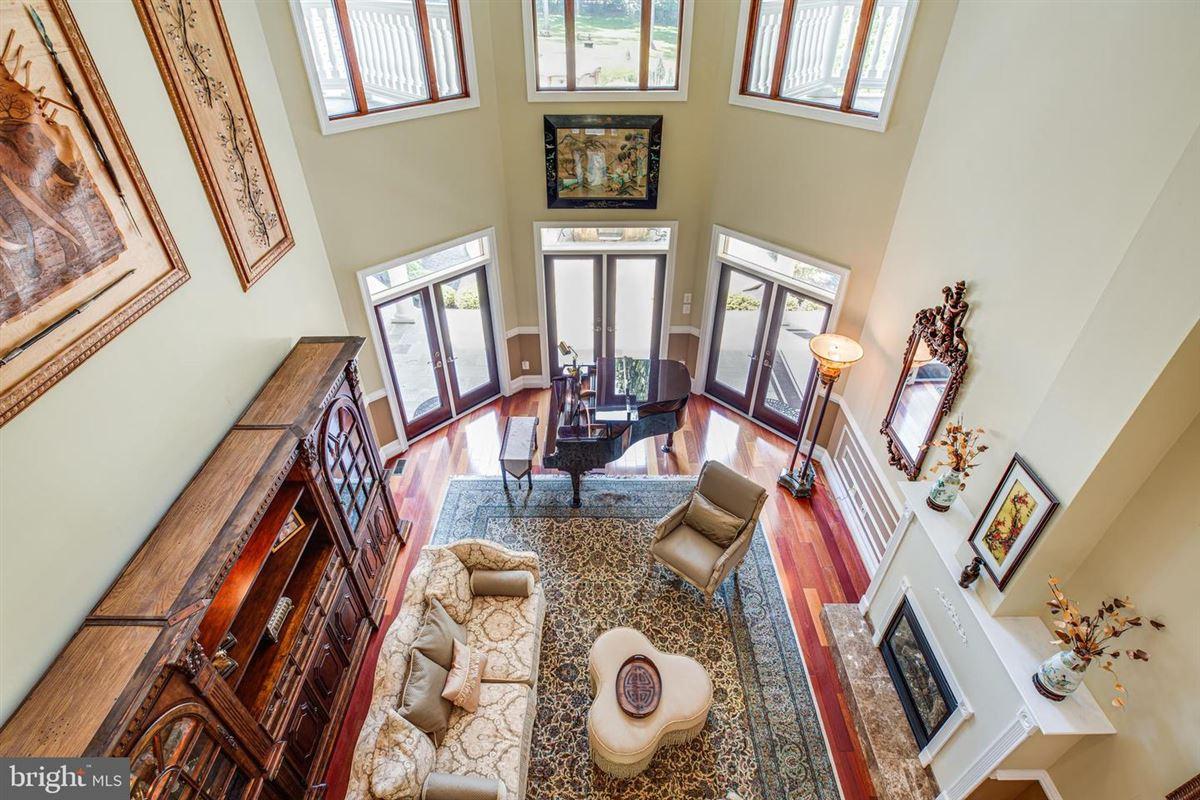 spacious Sardinia-inspired home mansions