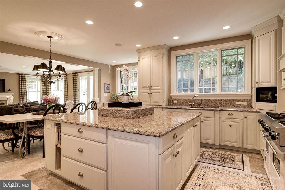 Luxury homes spectacular custom-built craftsman home