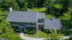 Mansions in beautiful Colonial in a premier Devon location