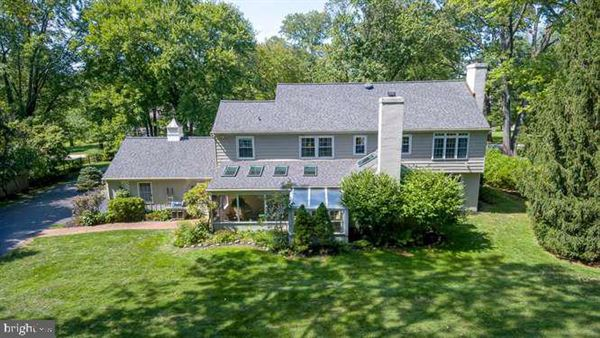 Luxury properties beautiful Colonial in a premier Devon location
