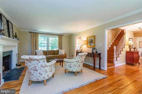 Luxury homes in beautiful Colonial in a premier Devon location