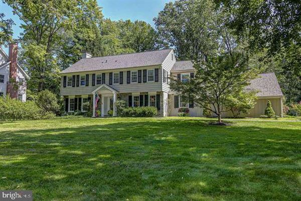 beautiful Colonial in a premier Devon location mansions