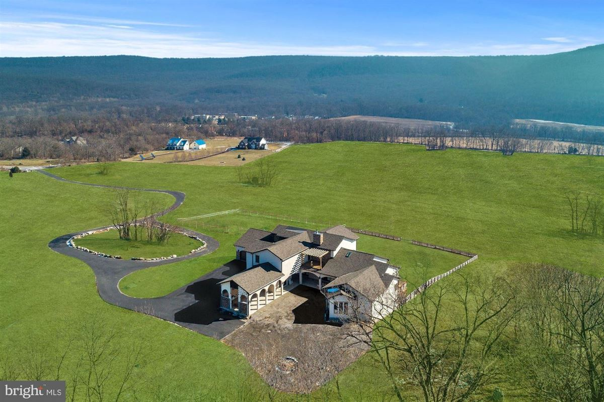 Luxury homes in flawless new construction on over 18 acres