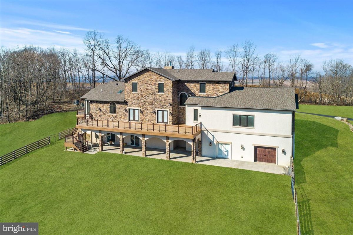 Mansions in flawless new construction on over 18 acres