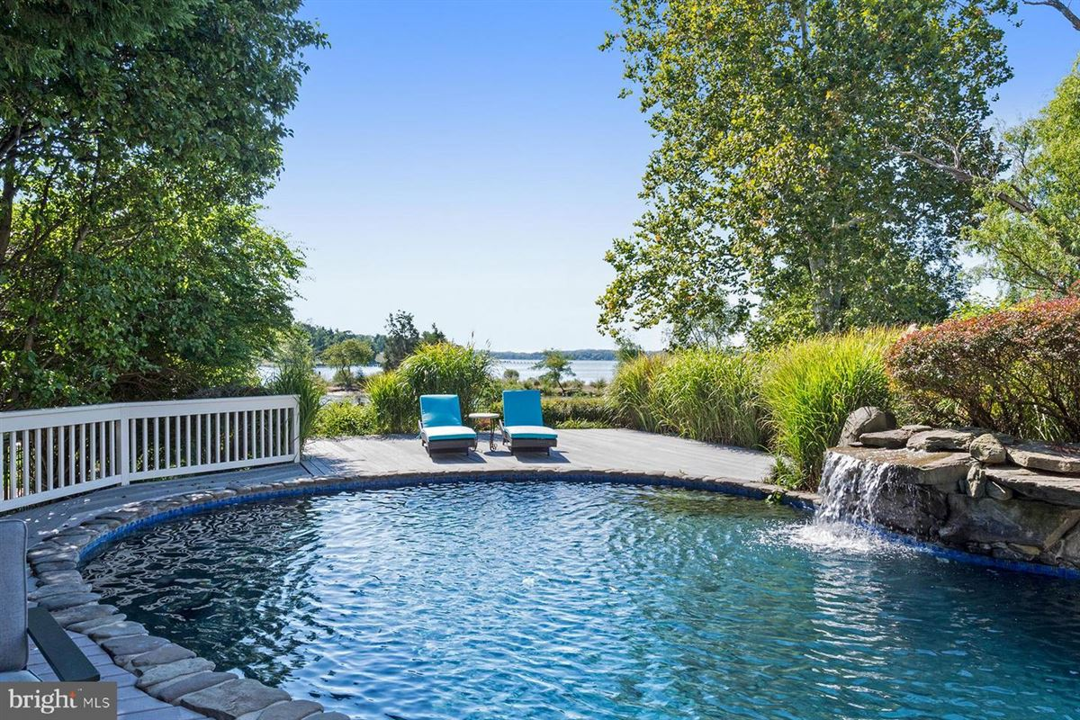 Mansions Live the luxe waterfront lifestyle