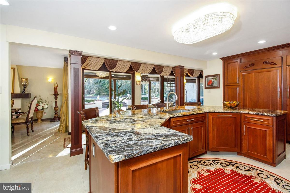 Luxury homes in This home has it all
