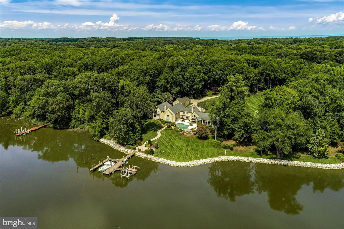 Private waterfront estate luxury properties