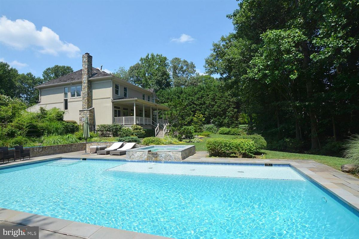 Mansions in beautiful six bedroom in amazing location