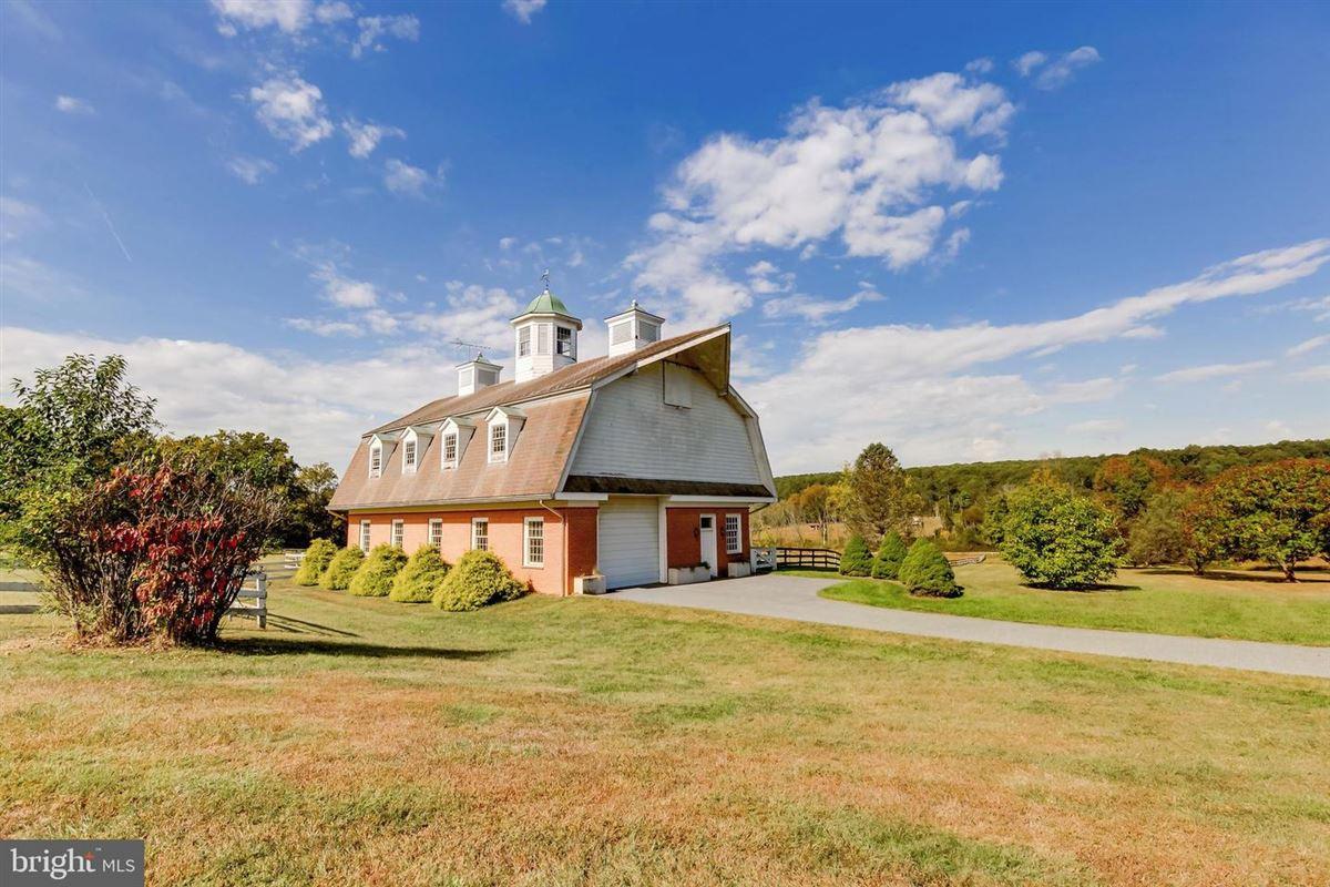Luxury homes Exquisite custom built brick estate home on 49 acres