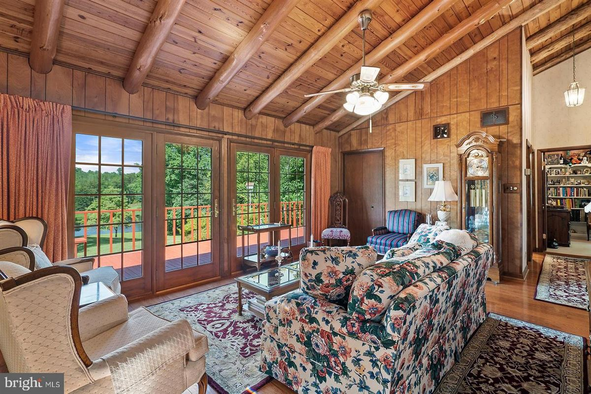 Luxury homes in unique 59-acre property