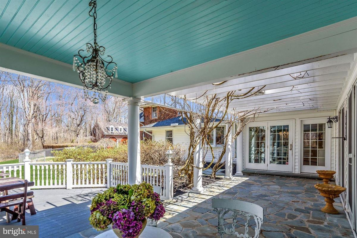 Phenomenal custom estate on over 12 sprawling acres mansions