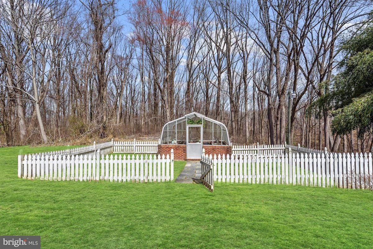 Mansions Phenomenal custom estate on over 12 sprawling acres