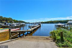 Luxury homes in stately Point Field Landing Waterfront